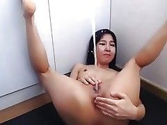 Squirting japan babe sex toy insertion