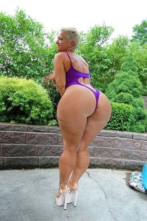 Naked hot milf big booty