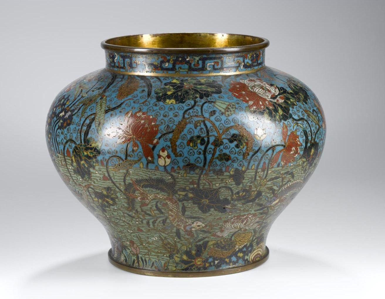 Gator reccomend Asian museum vases black