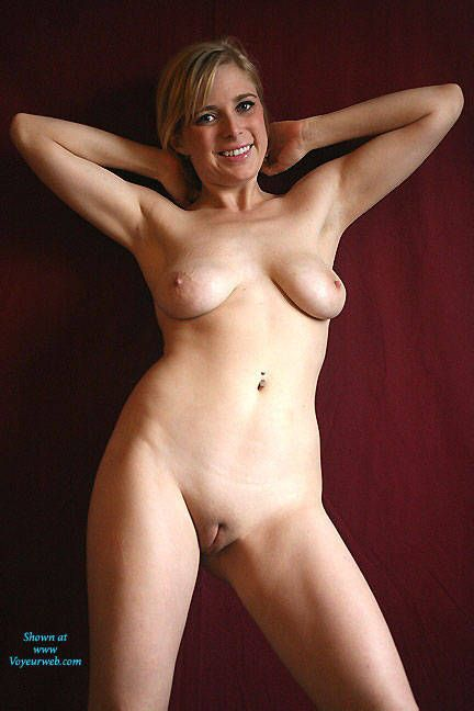 Mad M. reccomend Real ordinary amateur naked and nude girls