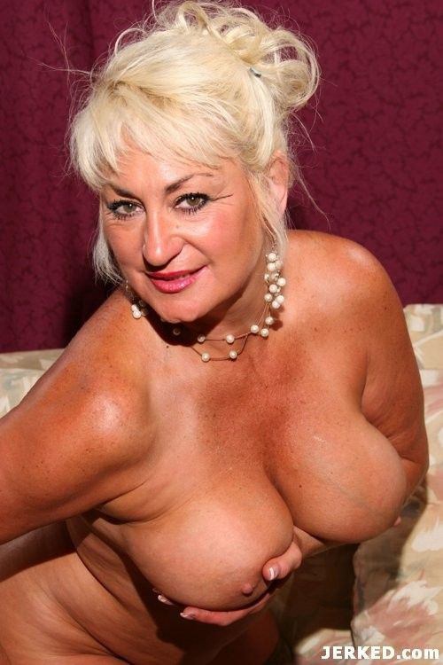 Sexy wife with big tit