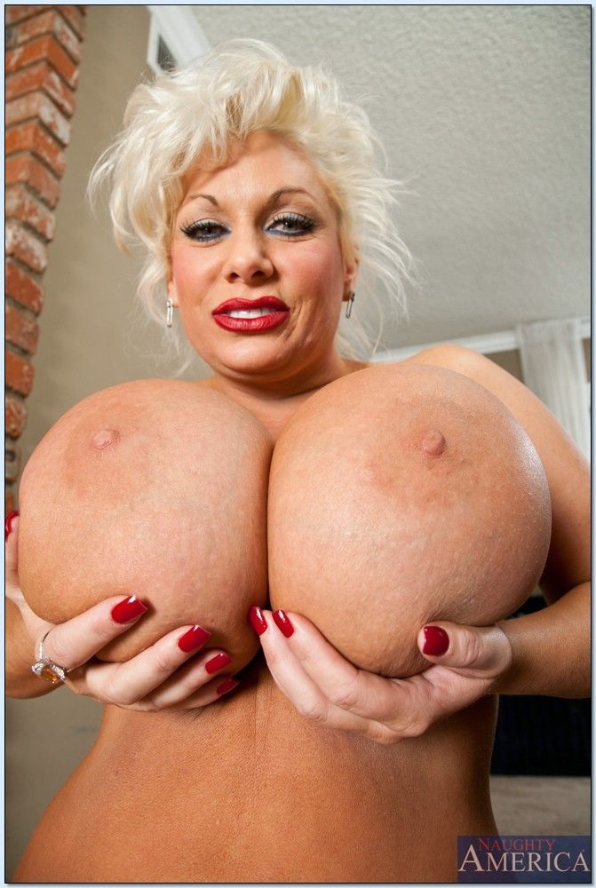 Claudia marie with busty blonde