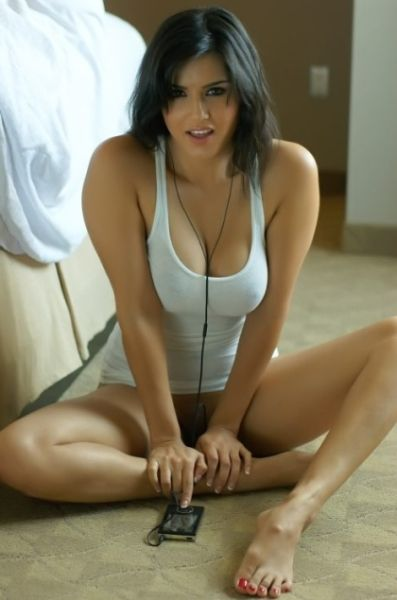 Skinny girls photos free with muscles