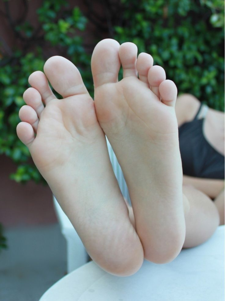 Queen reccomend Pretty toes and soles
