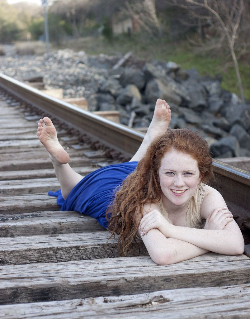 Yardwork reccomend Redhead with bare feet