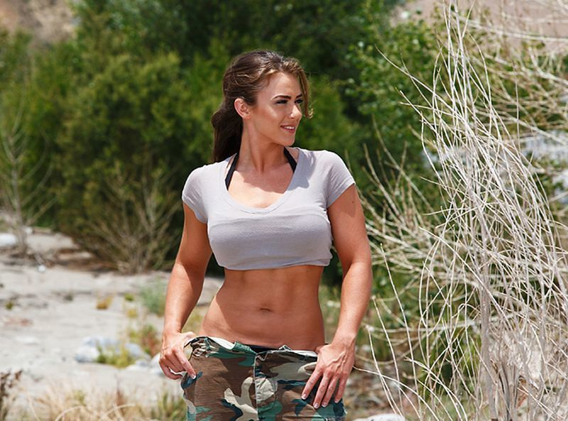 Sexy hot muscle girl