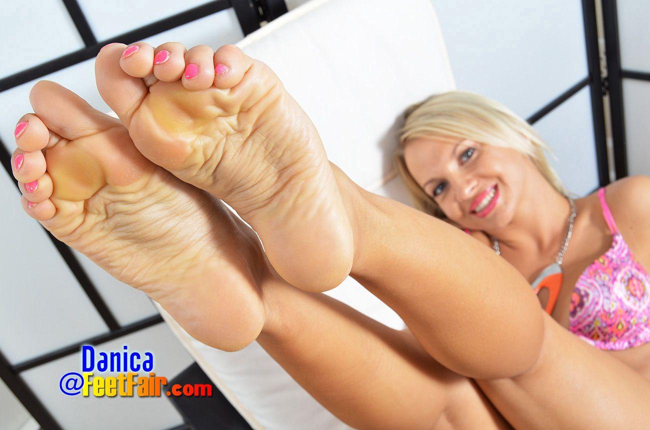 Feet fair lind girls Tara