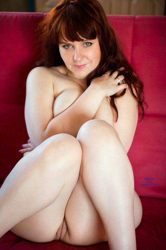 Thick nude girls model